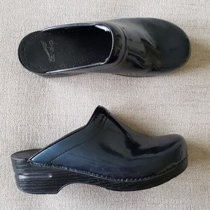 Dansko Professional black blue metallic clog